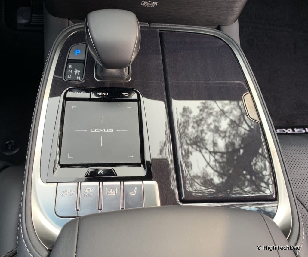 HighTechDad 2019 Lexus LS-500h review - remote TouchPad