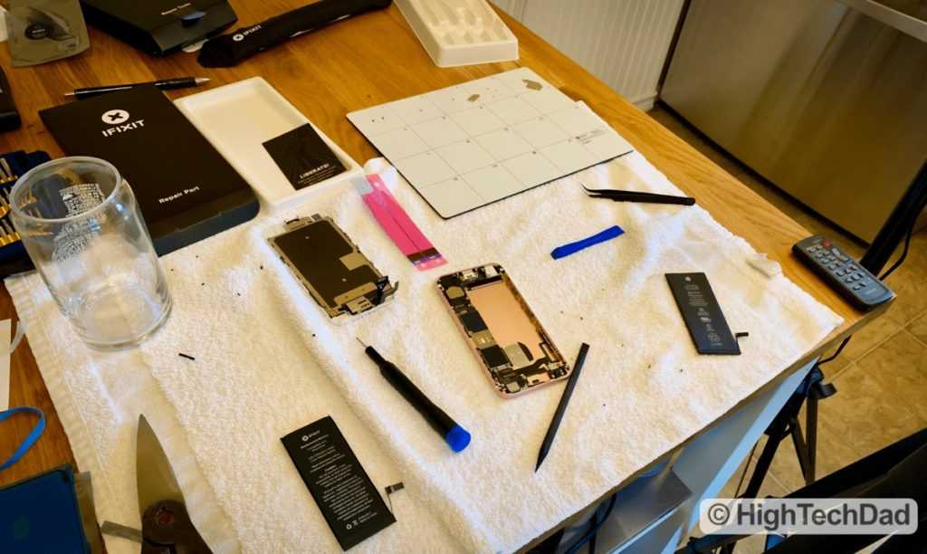 HighTechDad - How to Replace iPhone 6S Battery - iPhone disassembled