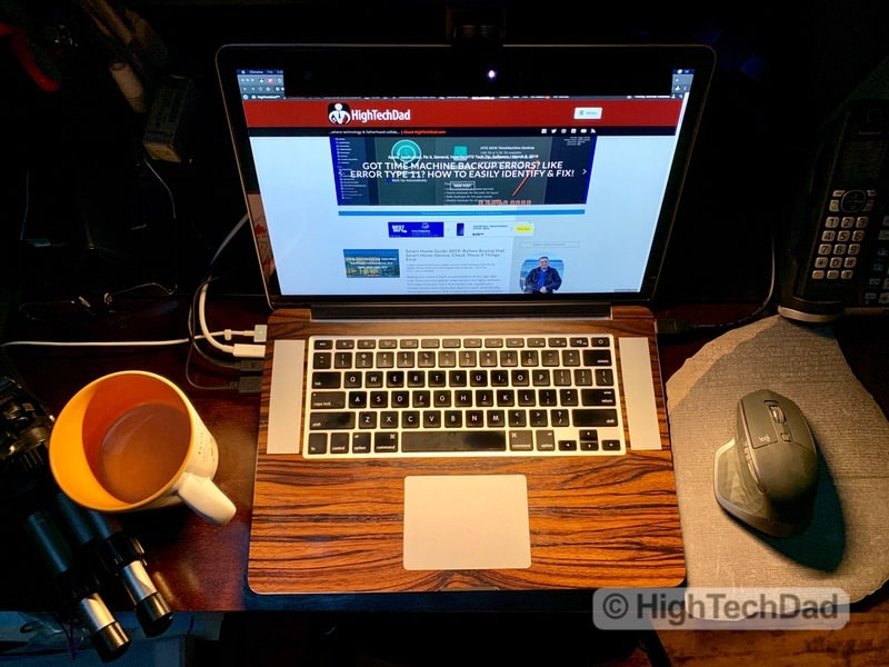 HighTechDad Review of BenQ ScreenBar Lite LED lighting - warm lighting