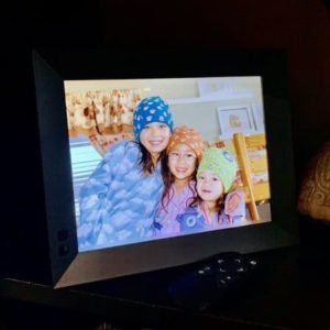 cropped HighTechDad NixPlay Smart Photo Frame 2K review 10 - HighTechDad™
