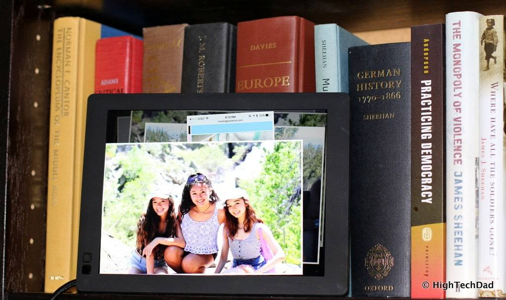 HighTechDad Nixplay digital frame - digital memories on your bookshelf